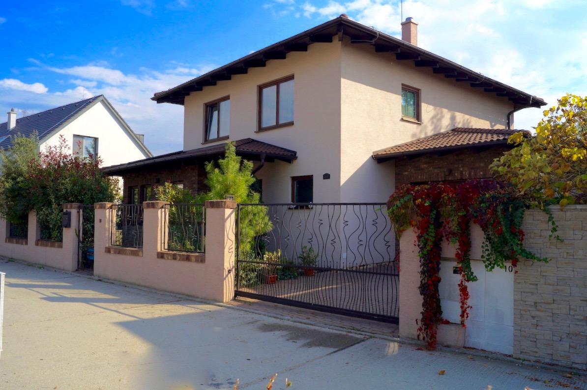 56fda4f47 5 izbový rodinný dom, Marianka, novostavba s nádhernou záhradou